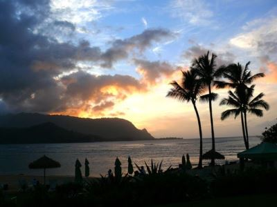 Sun sets on Hanalei Bay on Kauai's North Shore. Hawaii's beauty and splendor needn't be only for those with fat wallets or expense accounts. Photo: Monica Hortobagyi Siniff, USA TODAY)