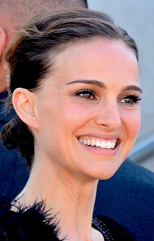 Natalie Portman By Georges Biard, CC BY-SA 3.0, https://commons.wikimedia.org/w/index.php?curid=70282042