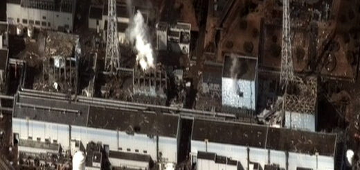 Fukusima I-Φωτογραφία: By Digital Globe - Earthquake and Tsunami damage-Dai Ichi Power Plant, Japan, CC BY-SA 3.0, https://commons.wikimedia.org/w/index.php?curid=14630274