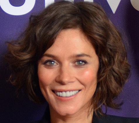 Anna Friel -By RedCarpetReport - https://www.flickr.com/photos/47170787@N05/16125179130/, CC BY-SA 2.0, https://commons.wikimedia.org/w/index.php?curid=38257793