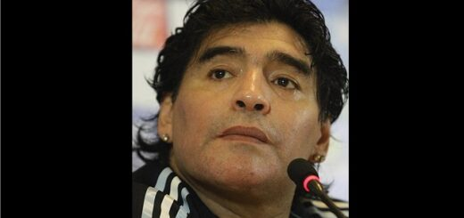 Diego Armando Maradona. Φωτογραφία: Από Alexandr Mysyakin - http://soccer.ru/gallery/14604, CC BY-SA 3.0, https://commons.wikimedia.org/w/index.php?curid=10373635