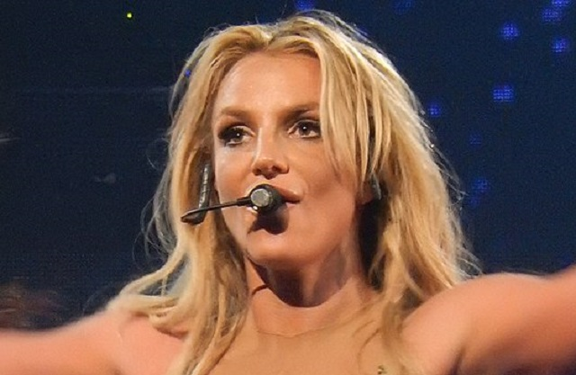 Britney Spears- ΦωτογραφίαΑπό Drew de F Fawkes - Britney Spears, Roundhouse, London (Apple Music Festival 2016), CC BY 2.0, https://commons.wikimedia.org/w/index.php?curid=73695138: