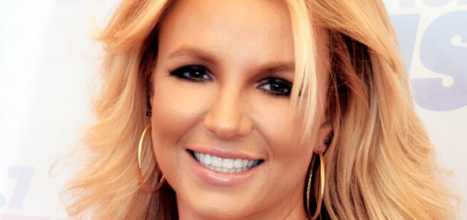 Britney Spears-Φωτογραφία: By Glenn Francis - This file was derived from: Britney Spears 2013.jpg:, CC BY-SA 4.0, https://commons.wikimedia.org/w/index.php?curid=26447539